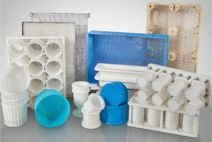 Treatments and displacement of plastic boxes, containers and pallets